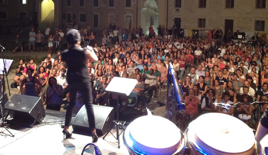 picture of luca mattioni in tour with the singer loretta grace at mole vanvitelliana of ancona in italy
