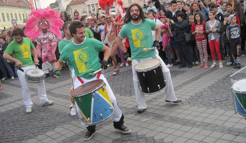 the group of brazilian percussions mao branca led by luca mattioni at the festival internationally du teatru to sibiu in romania