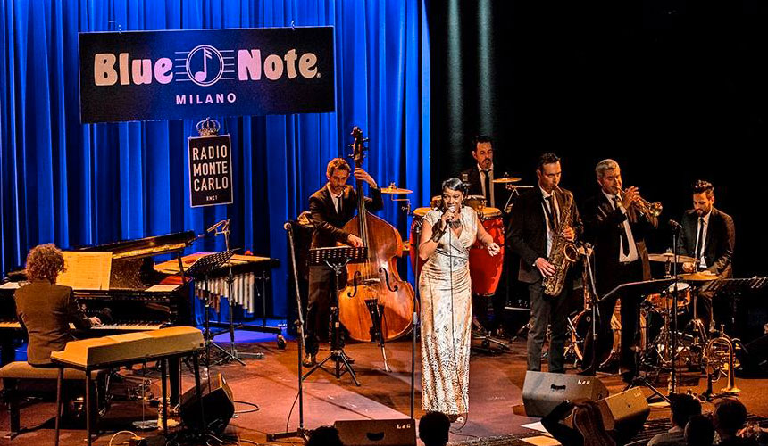 photos of luca mattioni in concert at the blue note in milan with the singer Joyce E. Yuille and jazz inc